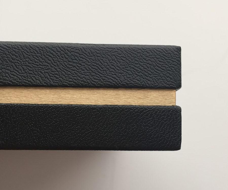 フォトレボ「バロン」化粧箱(横から撮影)